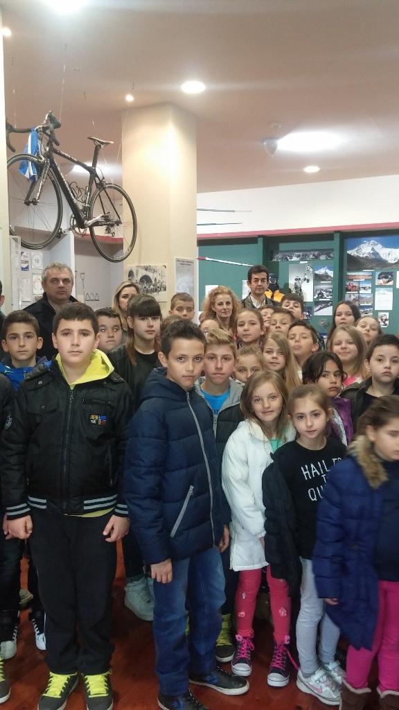 Μαθητές από το Δημοτικό Σχολείο Γόμφων