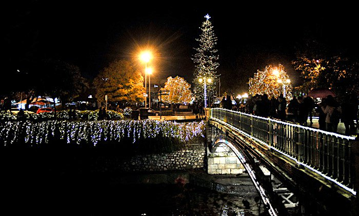 Town of Trikala Claims Highest Christmas Tree in Greece (photos)